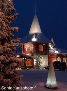 Villaggio Babbo Natale Rovaniemi.Foto Di Babbo Natale A Rovaniemi In Lapponia Finlandia Immaggini